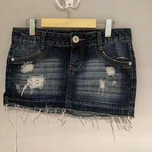 GUESS Distressed jeans skirt